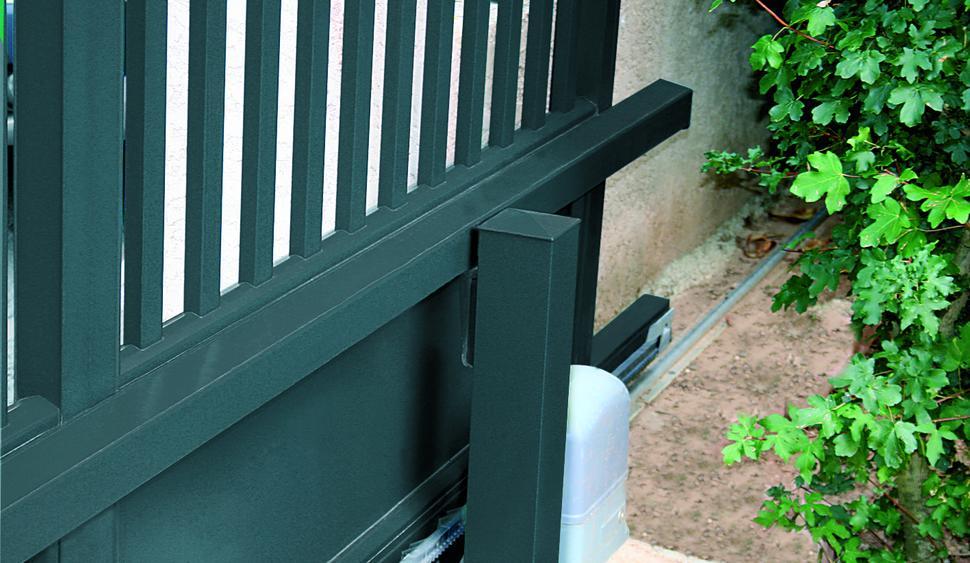 portail coulissant aluminium sur mesure portail coulissant motoris. Black Bedroom Furniture Sets. Home Design Ideas