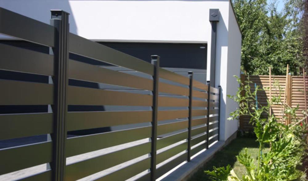 cloture alu sur mesure cloture aluminium moderne. Black Bedroom Furniture Sets. Home Design Ideas